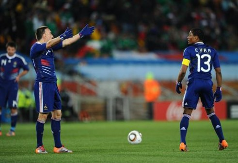 France's striker Franck Ribery (L) gestures next to France's defender Patrice Evra during the Group A first round 2010 World Cup football match France vs. Mexico on June 17, 2010 at Peter Mokaba stadium in Polokwane. - AFP PHOTO / CHRISTOPHE SIMON