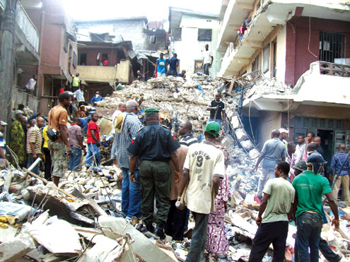 Rescue operations at scene of the collapsed building on Lagos Island. PHOTO: IDOWU OGUNLEYE.
