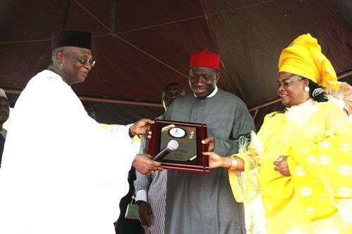 PRESIDENT GENERAL OF AKA IKENGA, DR. SYLVAN OLISANYE EBIGWEI (LEFT), PRESENTING A PLAQUE TO PRESIDENT GOODLUCK JONATHAN AND HIS WIFE, PATIENCE DURING THE CELEBRATION OF IGBO UNITY, CULTURE AND TRANSFORMATION AT TAFAWA BALEWA SQUARE IN LAGOS TODAY SATURDAY.