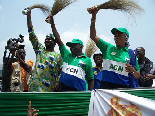L-R Governor Babatunde Raji Fashola, ACN National leader Asiwaju Bola Ahmed Tinubu and ACN Lagos central senatorial candidate Mrs. Oluremi Tinubu during the ACN rally at Yaba in Lagos. 29 03 11
