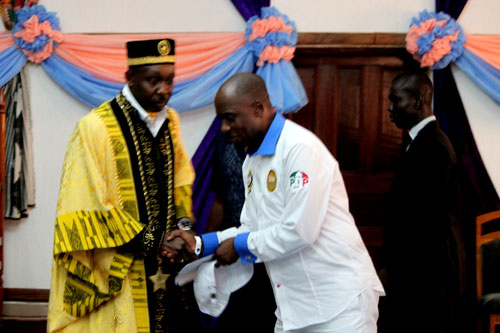 Rivers State Governor, Rt Hon CHIBUIKE ROTIMI AMAECHI,being welcomed by King Edward Aimini Pepple, Amayanabo of Bonny Kingdom during a courtesy visit to his palace in Bonny.