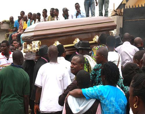 The remains of Alasari being taken to the graveyard.