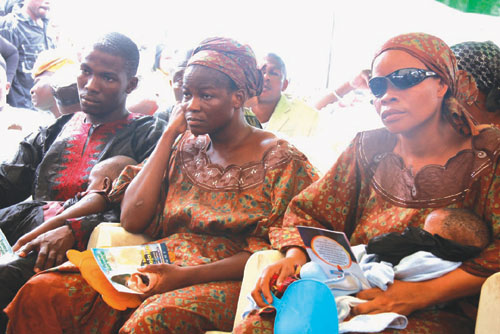 Wives of the late Ishola Durojaiye during the burial. .