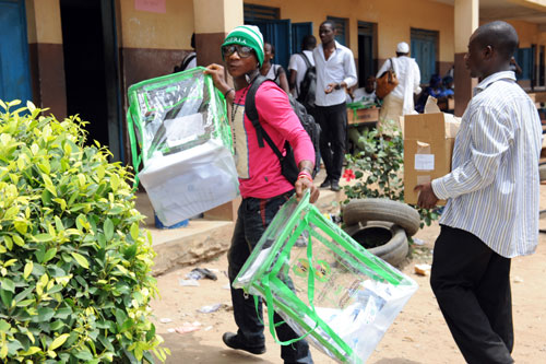 An official of the Nigerian Independent National Electoral Commission (INEC) carries filled up ballot boxes at a voting centre in the Ketu district of Lagos, on April 2, 2011.  Nigerian officials have decided to postpone today's parliamentary elections in the capital Abuja because of organisational problems, an electoral commission spokesman said.