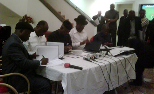 Governors of the South-South signing an agreement reached after their meeting in Govt House, Port Harcourt.