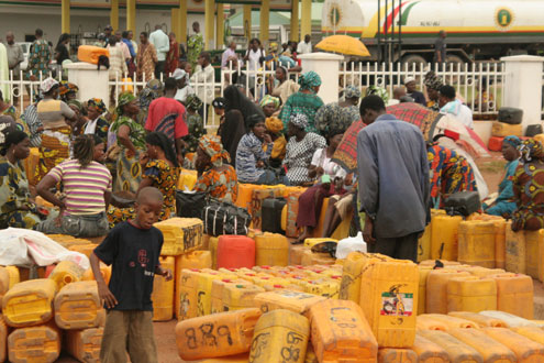 Lagosians besiege a filling station to buy kerosene which has become very scarce and expensive. Photo: IDOWU OGUNLEYE