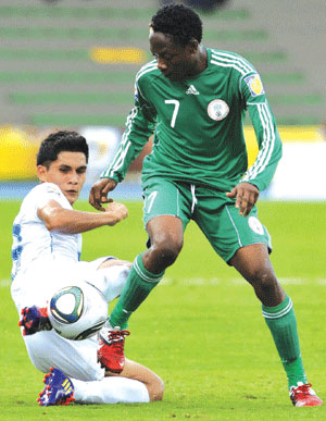 Flying Eagles' Ahmed Musa (right) vies for the ball with Henry Lopez of Guatemala during their first group match in the ongoing U-20 World Cup in Colombia. Photo: AFP.