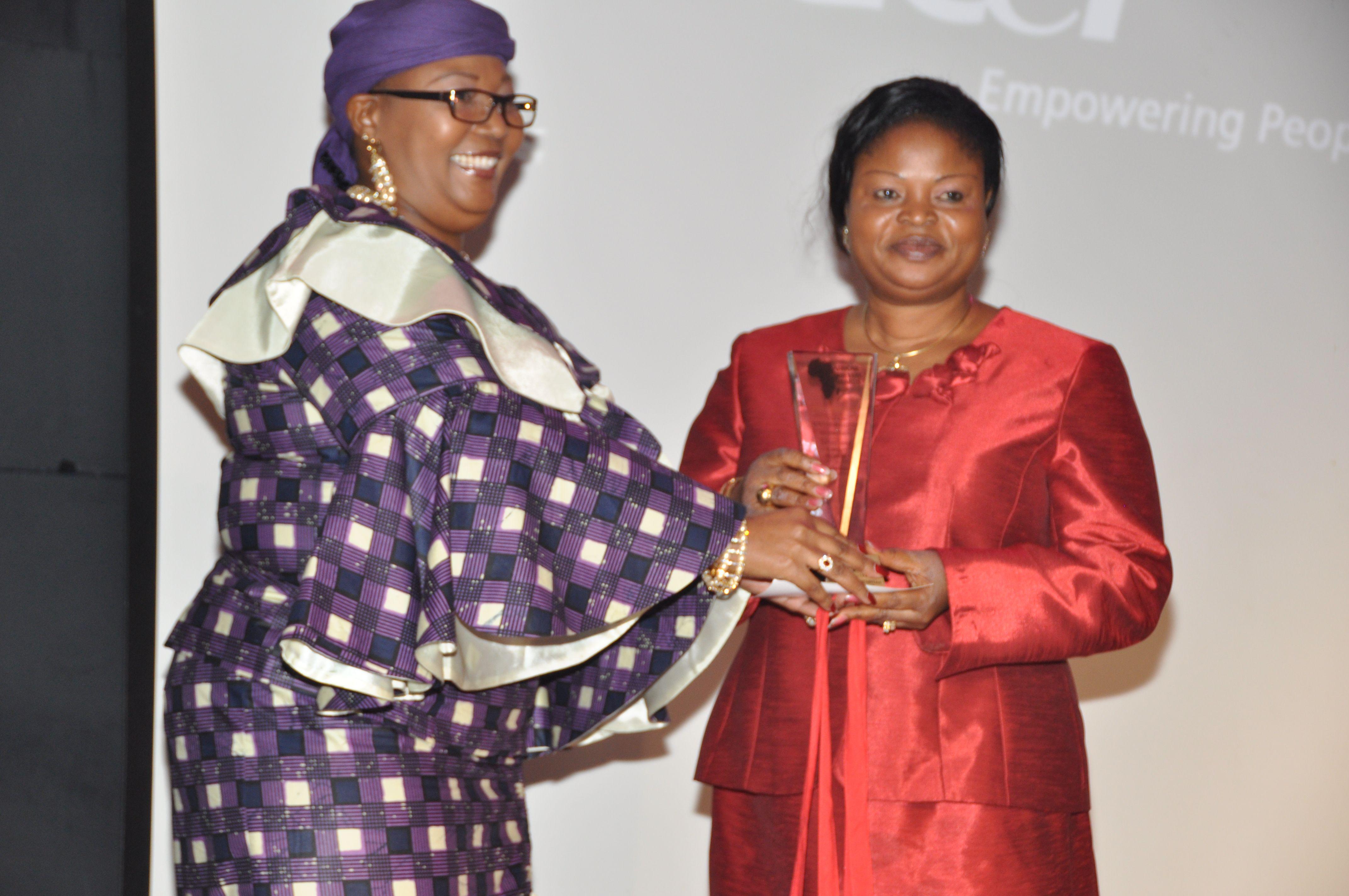 dep gov receiving the award