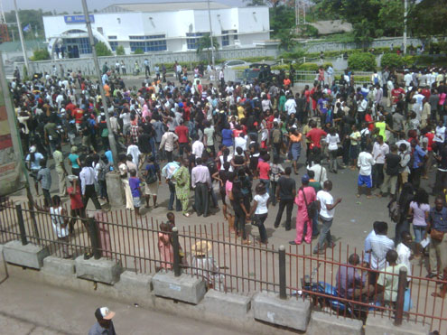 Student of University of Ibadan Protest against poor electricity supply.