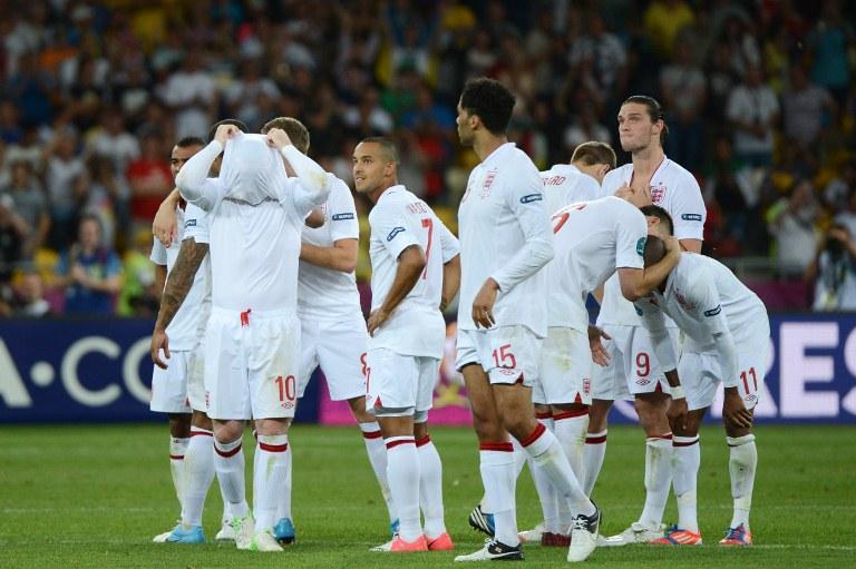 dejected England team