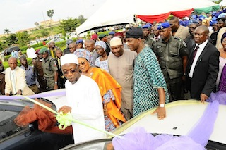 Governor Aregbesola launches the taxi scheme