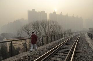 China: Poisonous smog chokes Beijing