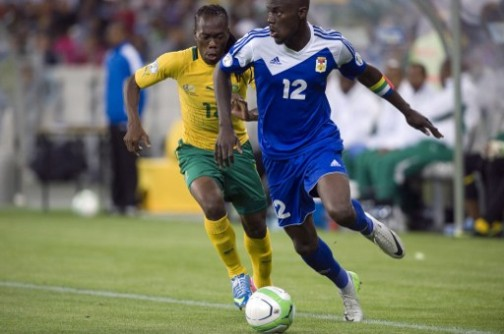 South Africa's Reneilwe Letsholonyane (L) vies for the ball with Manasse Enza-Yamissi of the Central African Republic in Capetown. AFP