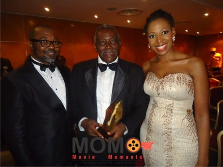 Olu Jacobs, middle, with his award
