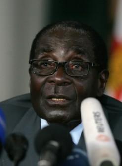 Mugabe: EU tightens screws against him