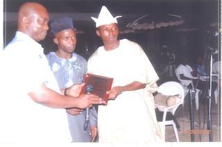 Chairman, Oyo State NUJ, Gbenga  Opadotun Presenting award to Olawale Ajao of Alaroye Newspaper while Tunde  Sanni in the middle watches in admiration