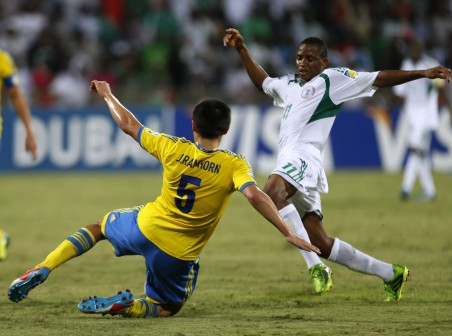 •Musa Yahaya of Nigeria (right) fights for the ball with Johan Ramhorn of Sweden during their FIFA U-17 World Cup UAE 2013 semi-final match in Dubai on 5 November, 2013. Nigeria won 3-0 to meet Mexico in Friday's final. AFP PHOTO.
