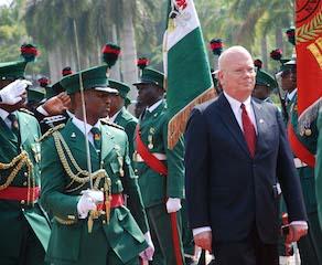 New American ambassador inspects guard of honour