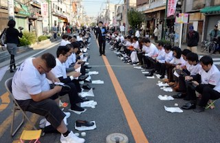 Another view of the record breaking shoe polishing group