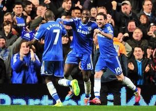 Damba Ba celebrates with Juan Mata