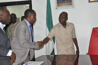 Oshiomhole with the Edo state NMA chair