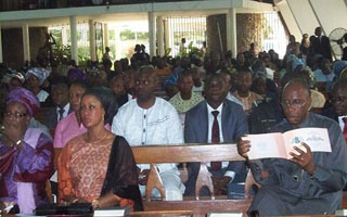 Rivers State Governor Rotimi Ameachi reading order of funeral services among others