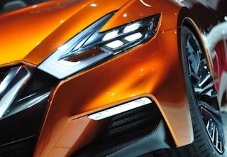 front headlights of the Nissan Sports Sedan