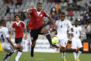 Ghana's midfielder Jordan Opoku (L) vies with Libya's forward Mohamed Elgadi (R)