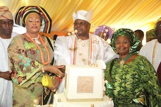 Oba Sikiru Adetona and his Oloris