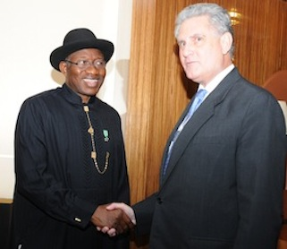 President Goodluck Jonathan (L) shake hands with the British High Commissioner to Nigeria, Mr Andrew Pocock after a meeting in Abuja on Friday 9 May 2014