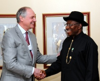 President Goodluck Jonathan (R) with Mr Paul Polman of Unilever, United Kingdom during a meeting in Abuja on Friday 9 May 2014