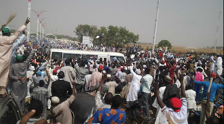 The Buhari fans chase the bus conveying Buhari and party leaders