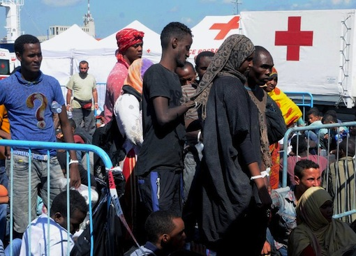 Migrants wait in Catania harbour after being rescued by the Italian coast guard on August 26, 2015 while as 50 bodies were found in the hold of a boat heading for Italy (AFP Photo/Dario Azzaro)