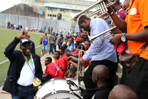 General Manager, Lagos Television, Mr. Deji Balogun, dancing to the to music of supporters of Lagos Information at the closing ceremony of Lagos NUJ Games at the weekend.