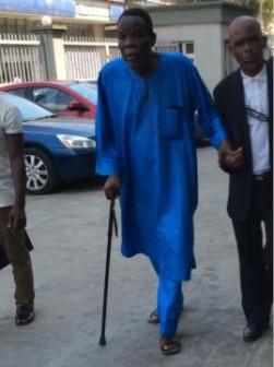 Pa Adeola Ajidahun (in blue buba) at Igbosere court.