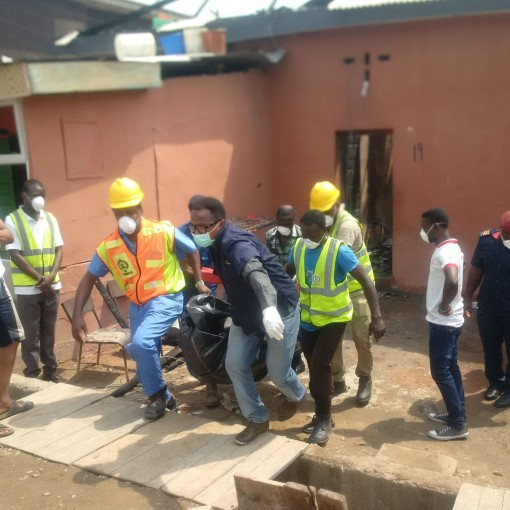 The remains of a 65-year-old woman burnt to death by cultists in Bariga, Lagos being taken away by LASEMA officials on Saturday, 23 Jan. 2016