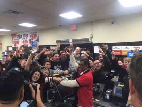 Powerball: Crowds gather at 7 Eleven