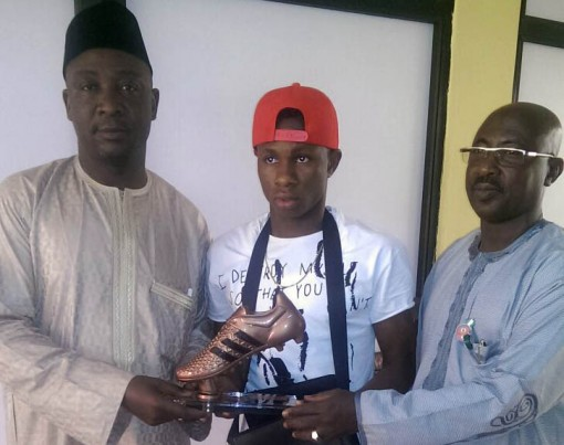 Samule Chukwueze receiving his U-17 World Cup Bronze Boot from NFF officials