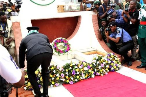Lagos State Police Commmisioner, Fatai Owoseni laying a wreath Photo: Idowu Ogunleye
