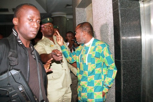 IPOB leader, Nnamdi Kanu in faceoff with prison wanders at Federal High Court in Abuja on Monday , 25 January, 2016. PHOTOS: Femi Ipaye