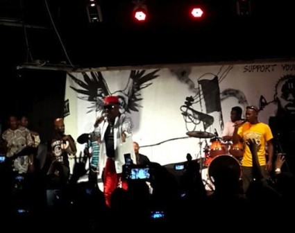 Sir Shina Peters performing to the delight of the crowd