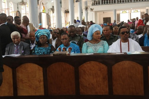 Delta State Governor, Senator Ifeanyi Okowa (middle); Dr. Alex Ekwueme (left); his wife Mrs. Beatrice Ekwueme (2ndleft); Anambra State Governor, and his wife, Dr. and Mrs. Willie Obiano, during the Funeral Mass of Pa Pius Ngige at St Mary's Catholic Church, Alor, Anambra State.