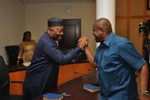 Governor Nyesom Wike (R) shake hands with Godswill Akpabio