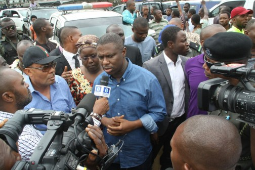 NIMASSA DG ,  Dakuku Peterside at Mile 1 police Station before he escaped assassination hours later
