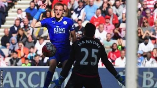 Jamie Vardy scores for Leicester against Sunderland