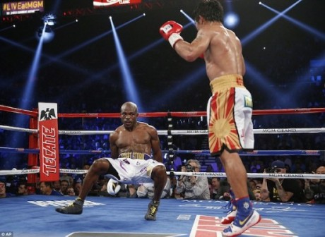 Pacquiao knocks down Bradley en route to his victory
