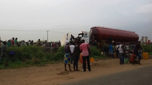 Residents scooping fuel from the fallen tanker at Asese Ibafo, Ogun State. Photo Credit: Idowu Ogunleye