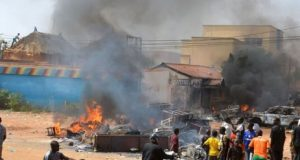 A house on fire during the riot in Pandogari, Niger state