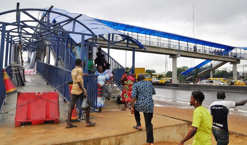 Residents of Lagos using the new Berger Pedestrian bridge