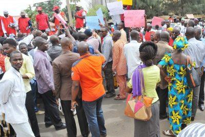 taraba-workers-protest-unpaid-salaries